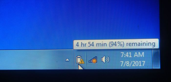 Segitiga kuning di samping ikon baterai
